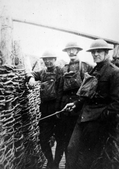 (11155) Soldiers, Trenches, France, 1917