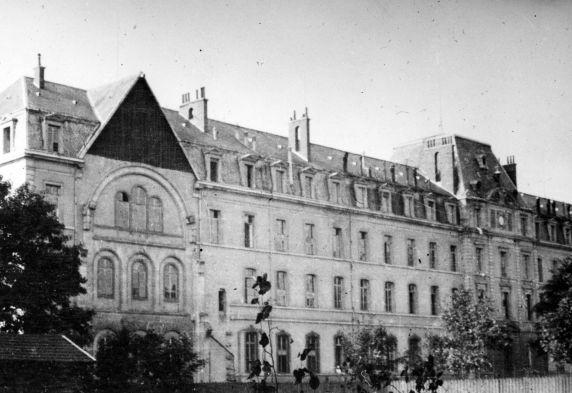 (11165) Base Hospital #17, Main Building, Dijon, France, 1917