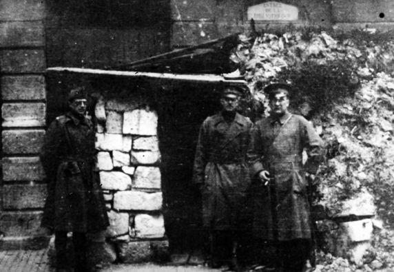 (11169) Officers, Verdun, France, 1917
