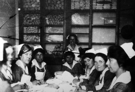 (11186) Nurses, Base Hospital #17, Dijon, France, 1917