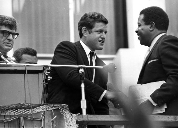 (11380) Senator Ted Kennedy honors Martin Luther King, Jr.