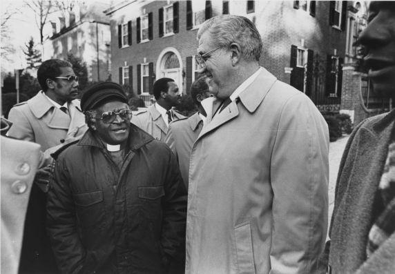 (11483) Desmond Tutu, Owen Bieber, Demonstration, Washington DC, 1986