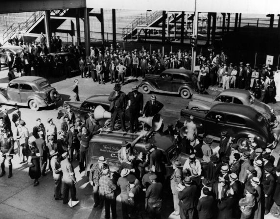 (11491) Ford Strike Ends, Dearborn, Michigan, 1941