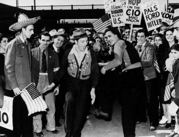 (11494) Ford Strike, Picket Lines, Dearborn, Michigan, 1941