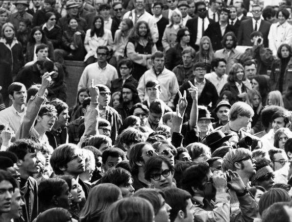 (12009) Demonstrations, Vietnam War, Kennedy Square, Detroit, 1969