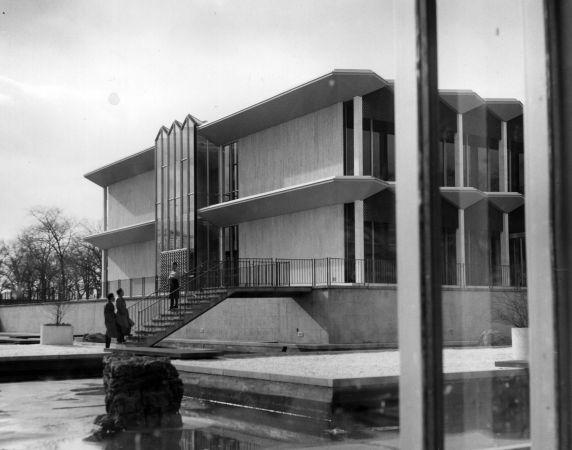 (25940) Buildings, McGregor Memorial, Gardens, Yamasaki, 1960s