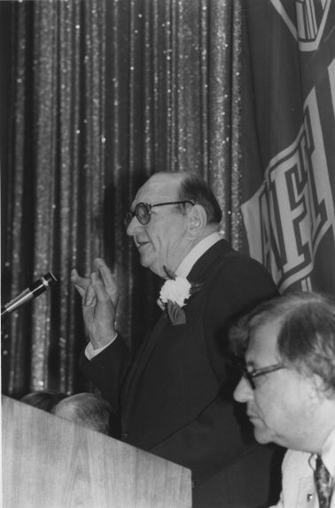 (27816) Carl Megel speaking at the 1982 AFT Convention