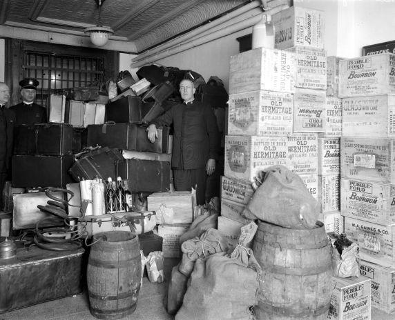 (27835) Prohibition, Enforcement, Raids, Detroit, 1920s