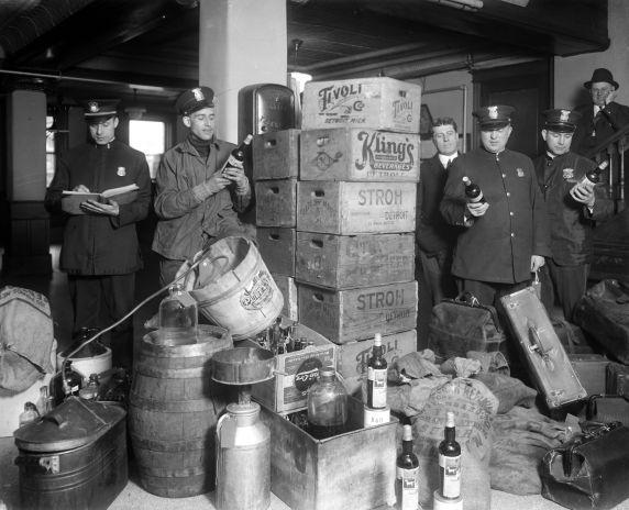 (27836) Prohibition, Enforcement, Raids, Detroit, 1920s
