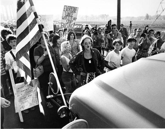 (2821) Demonstrations, Segregation, Busing, Pontiac, Michigan, 1971