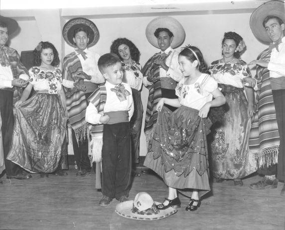 (31970) Ethnic Communities, Mexican, Children, Celebrations, 1942