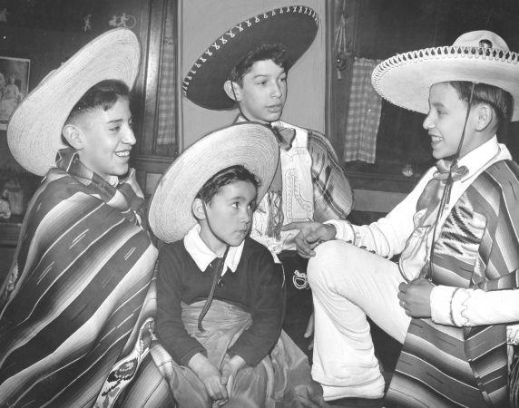 (28389) Ethnic Communities, Mexican, Children, Schools, 1943