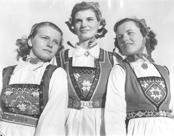 (31972) Ethnic Communities, Norwegian, Dancers, 1939