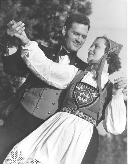 (28298) Ethnic Communities, Norwegian, Dancers, 1940