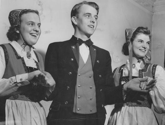 (28299) Ethnic Communities, Norwegian, Dancers, 1940