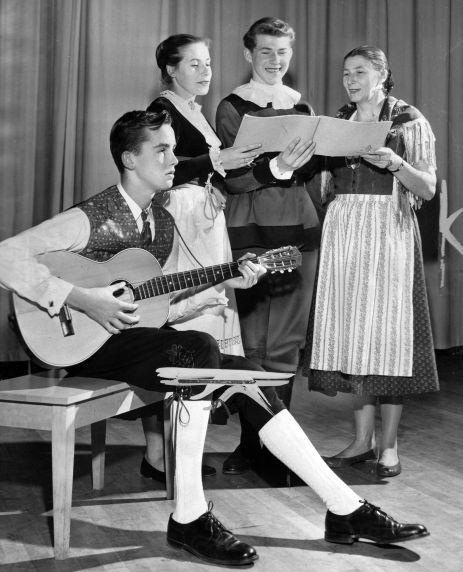 (28922) Ethnic Communities, German, Music, Detroit, 1957