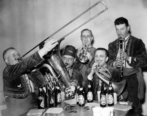 (28923) Ethnic Communities, German, Music, Detroit, 1941
