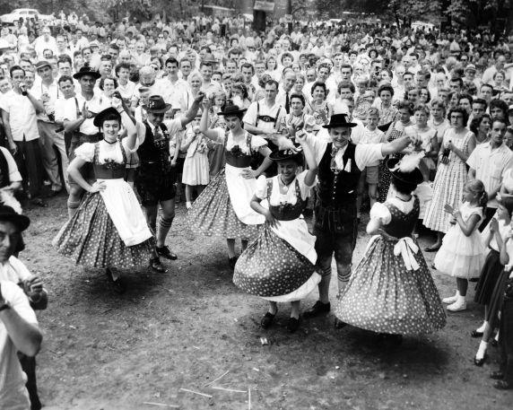 (28926) Ethnic Communities, German, Celebrations, Detroit, 1958