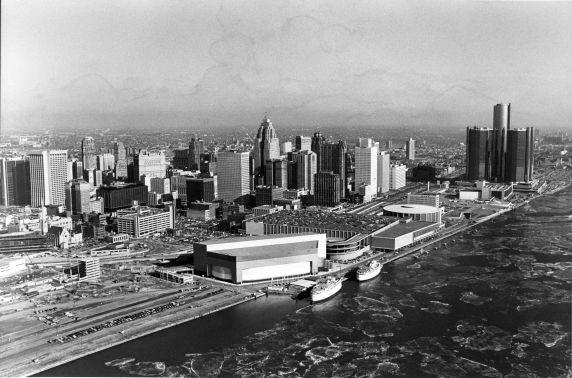 (2915) Skyline, Detroit, Riverfront, Downriver View, 1980