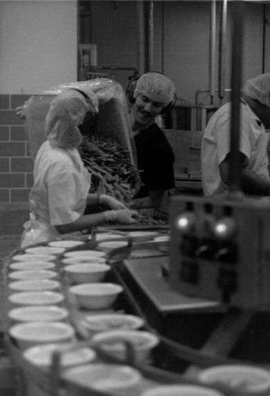 (29157) Food Service Employees Working on the Line, Canada