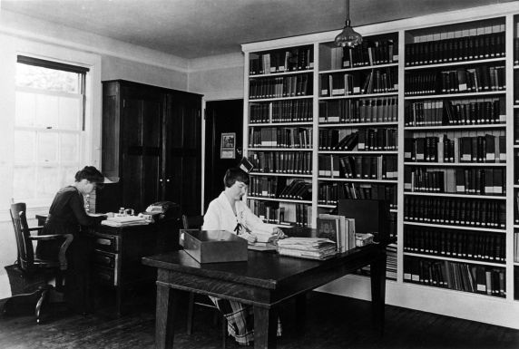 (29183) Female Clerical Workers, circa 1920