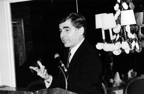 (29229) Michael Dukakis, Executive Board Meeting, Wasington, D.C., 1987