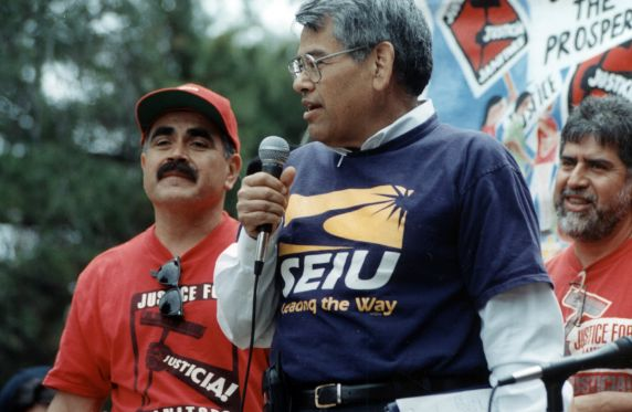 (30779) Eliseo Medina Speaking, Justice for Janitors, San Jose, CA, 2000