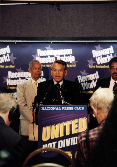 (30781) Eliseo Medina, Immigration Night Press Conference, Washington, D.C., 2001