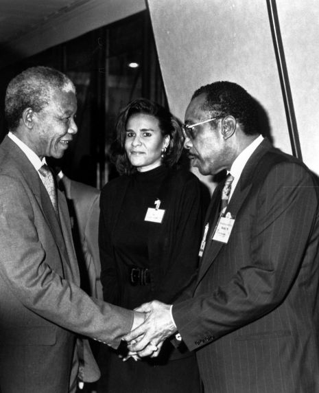 (30859) Nelson Mandela, SEIU International Vice President Bill Stodghill, Laura Randolph, 1991