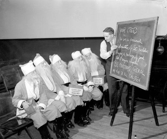 (31188) Santa Claus Training School, Detroit, 1938