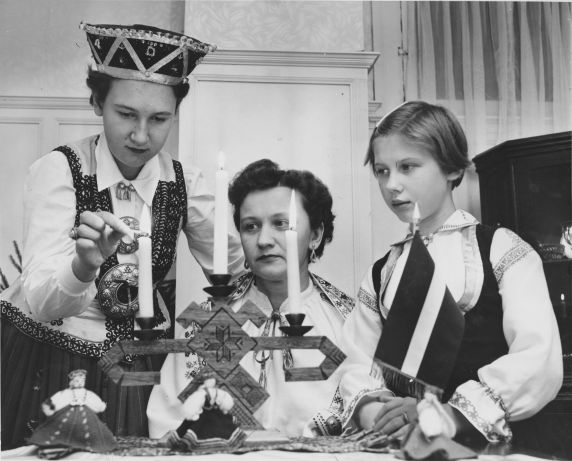 (31957) Ethnic Communities, Latvian, Traditions,1956