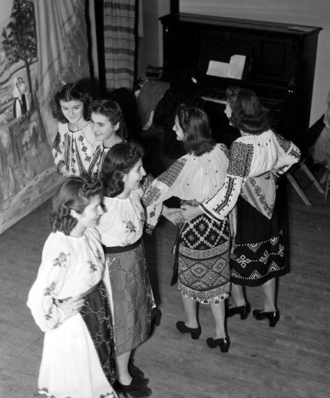(31977) Ethnic Communities, Romanian, World War Two, Relief Efforts, 1940