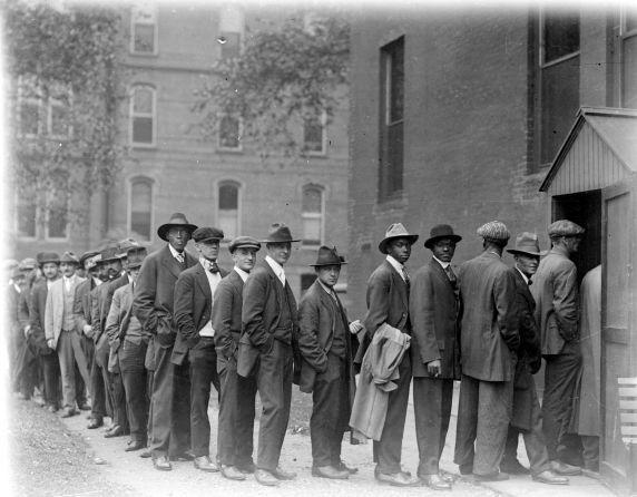 (32120) Draft & Recruitment, Lines, Detroit, 1917-1918