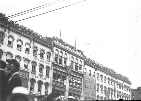 (32123) Draft & Recruitment, Deployment, Crowd Scenes, Detroit, 1917-1918