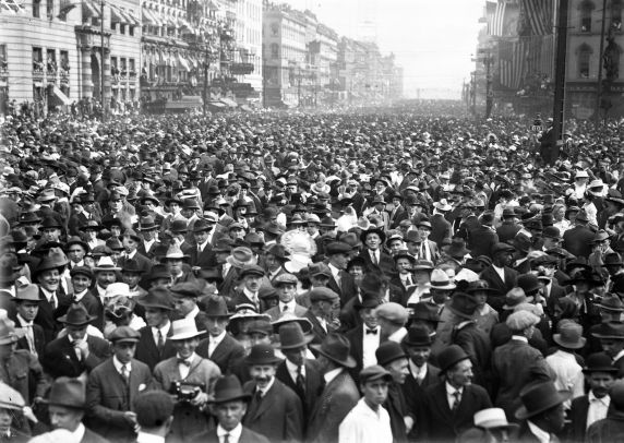 (32124) Draft & Recruitment, Deployment, Crowd Scenes, Detroit, 1917-1918
