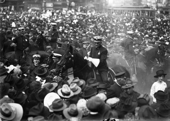 (32125) Draft & Recruitment, Deployment, Crowd Scenes, Detroit, 1917-1918