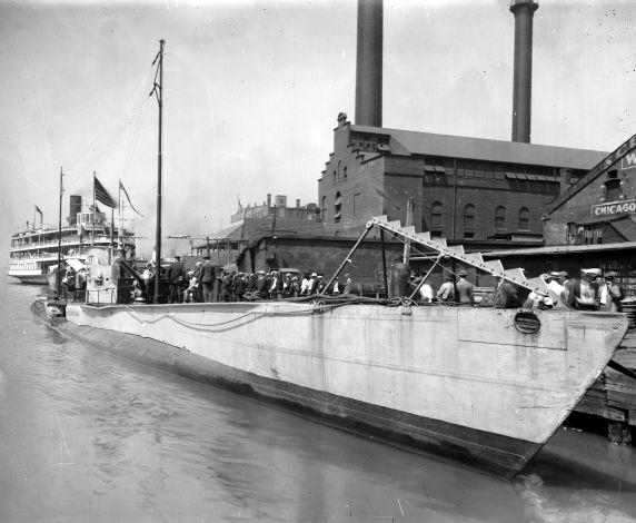 (32170) U-Boat, Detroit River, 1910s