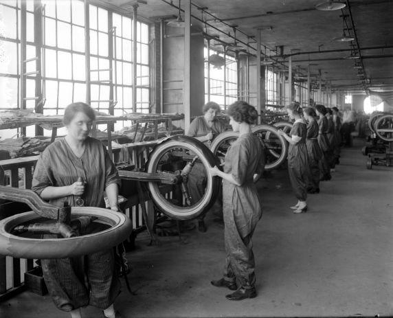 (32174) Women Workers, Morgan & Wright Factory, Detroit, 1917