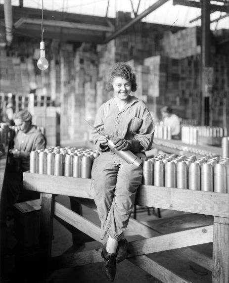 (32175) Women, War Workers, Munitions, Maxwell Motor Company, Detroit, 1918