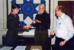 (32371) Utah Phillips Receiving Joe Hill's Ashes, National Archives, Washington, D.C., 1988