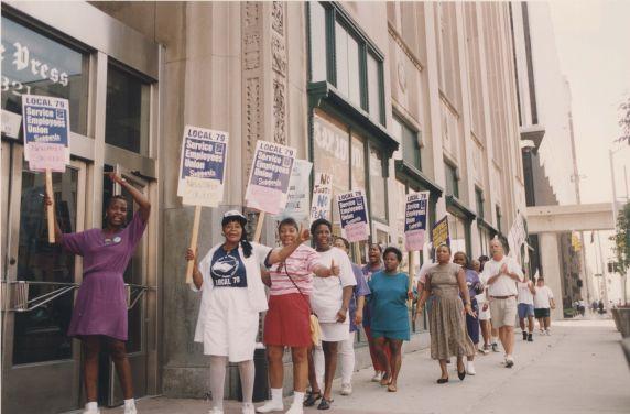 (32615) Newspaper strike picket line