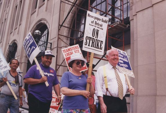(32616) Newspaper strike picket line