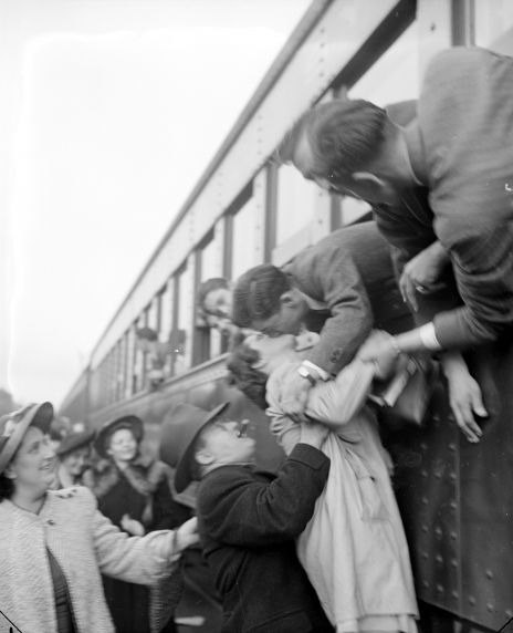 (33610) Recruitment, Navy, Volunteers, Departures, 1942