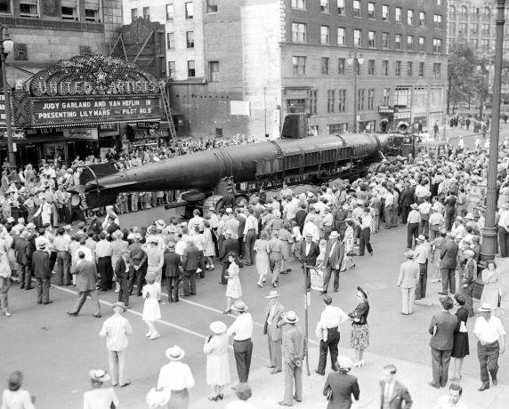 (33620) Navy, Propaganda, Japanese Sub, Detroit, 1943