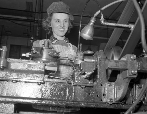 (33626) War Industry, Women Workers, Morley Knight Company, 1943