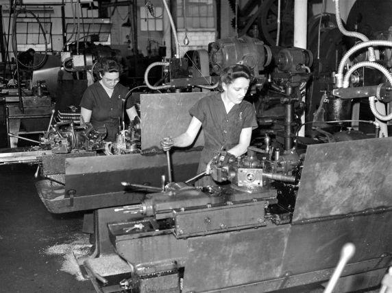 (33630) War Industry, Women Workers, Velvac Company, 1942