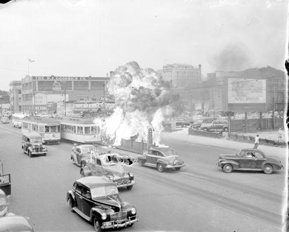 (33636) Race Riot, Woodward Avenue, Detroit, 1943
