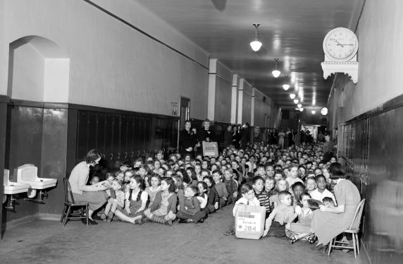 (33646) Air Raid Drills, Schools, 1942