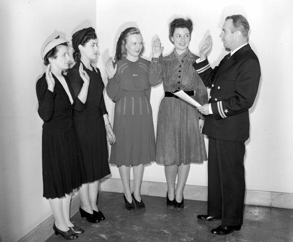 (33657) U.S. Marine Corps Women's Reserve, Enlistment, 1943