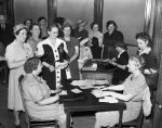 (33663) Rationing, Registration, Sugar, Detroit, 1942